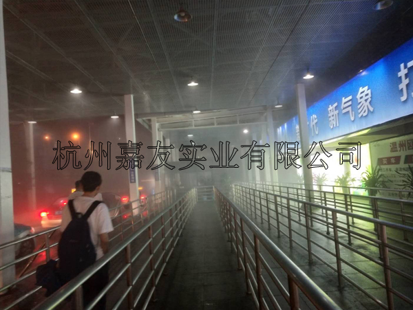 """温州火车站出租车候车区安装""""雾王""""喷雾降温系统"""